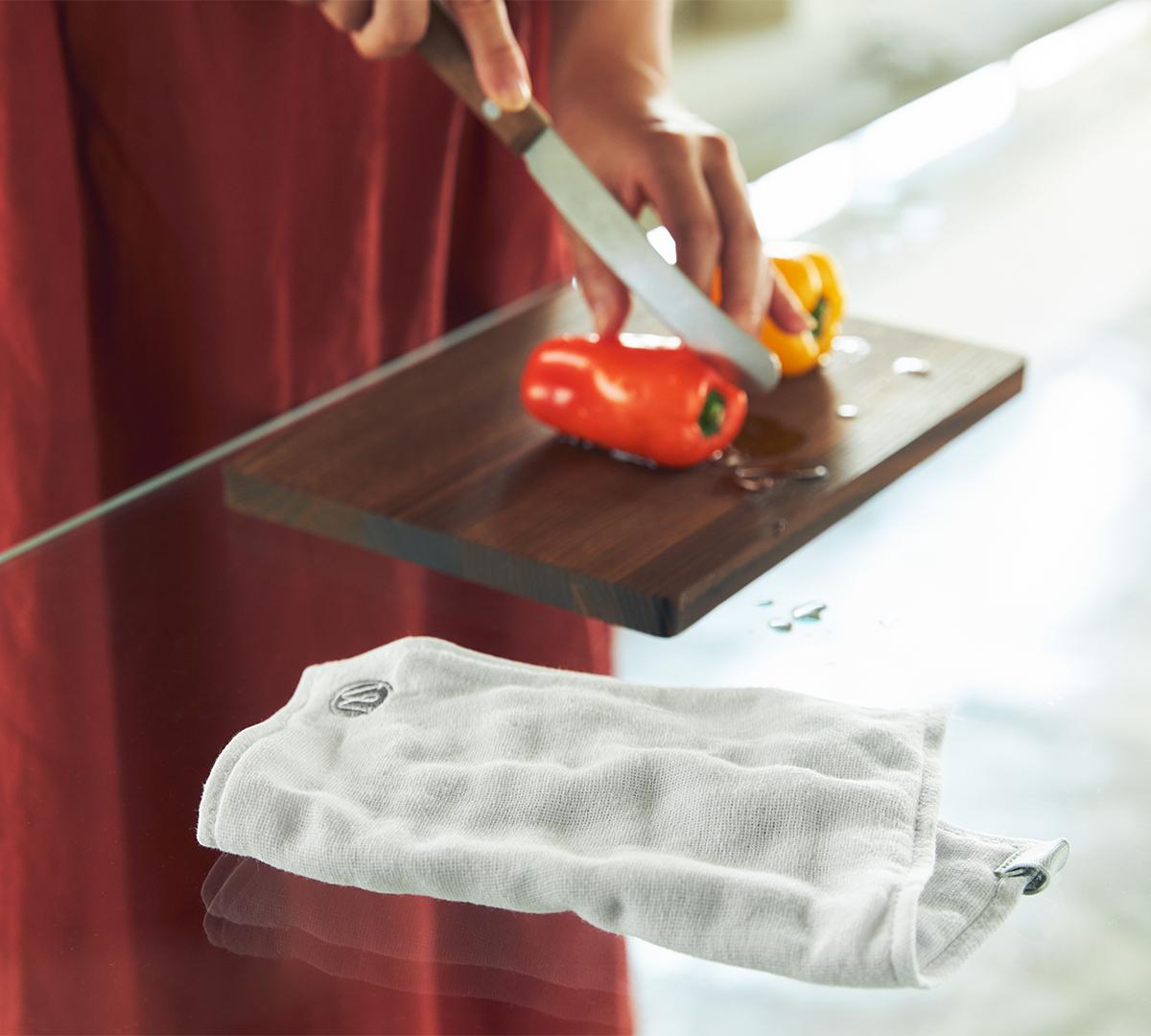 速く乾いてニオイがつきにくい台ふきん(キッチンワイプ・台所ふきん)|酸化チタンと銀の作用で、生乾き臭・汗臭の菌を除去する「タオル」|WARP