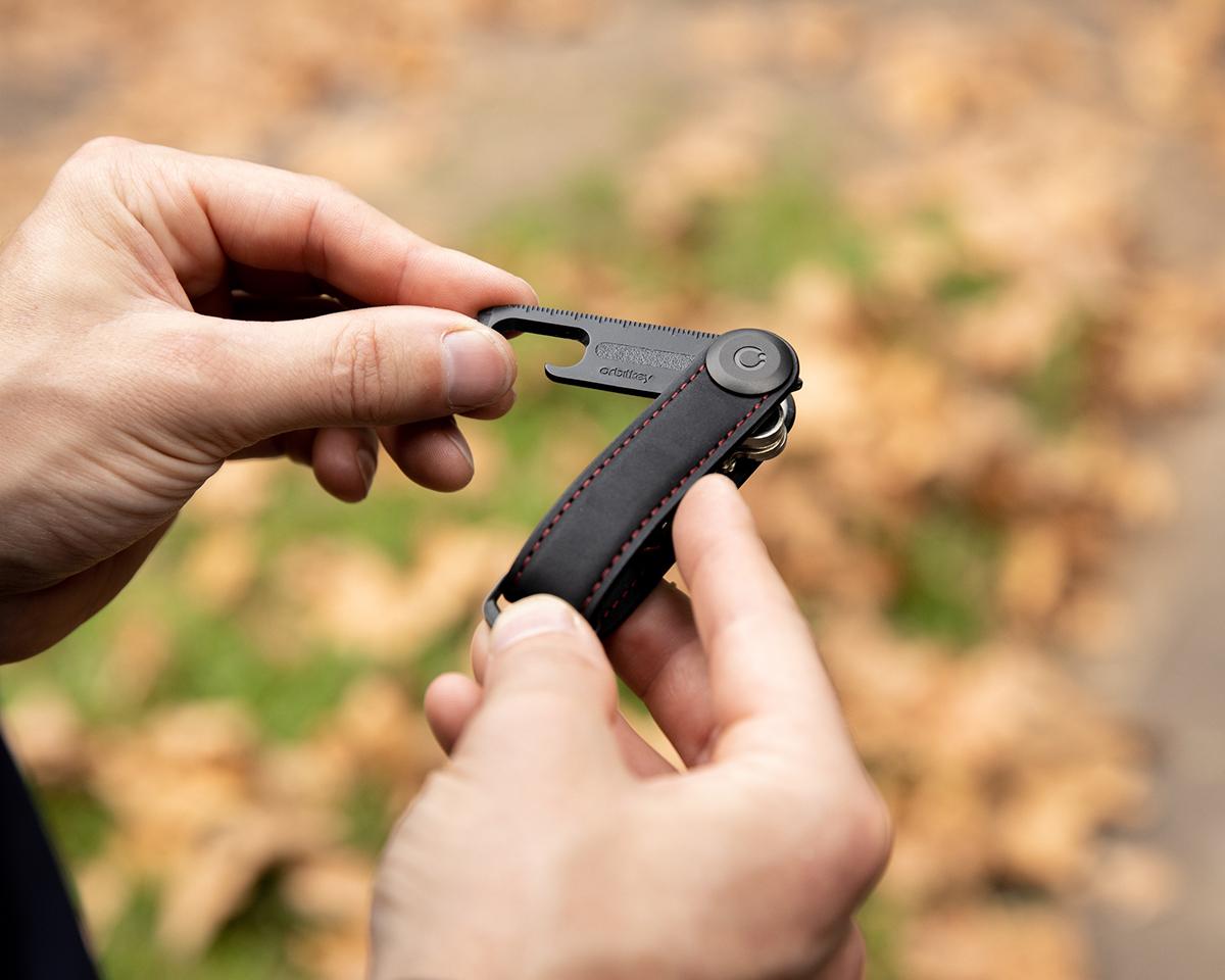 幅2cmのスリムなキーケースで鍵収納をデザインする。一つで9役こなす多機能マルチツール Orbitkey(オービットキー)