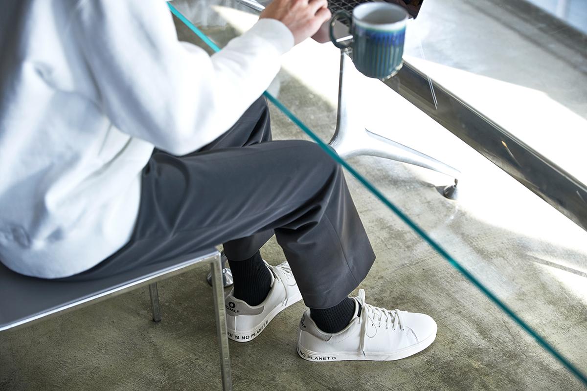 オールシーズン履ける(長く使える)デザインは、さすがサステナブルブランド。どんな服にも合わせやすいから、朝の靴選びも迷いません。海底から救い出されたゴミが、繊維に生まれ変わる!再生素材を使った、これからの「サステナブルスニーカー」|ECOALF