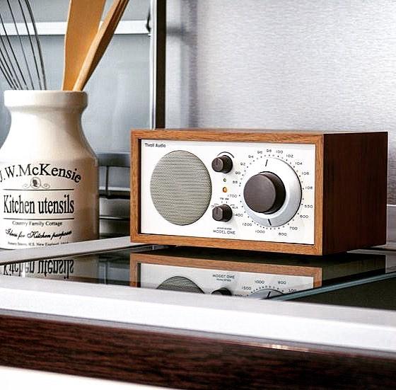 声や音楽を身近に感じる高級アナログラジオ|Tivoli Audio