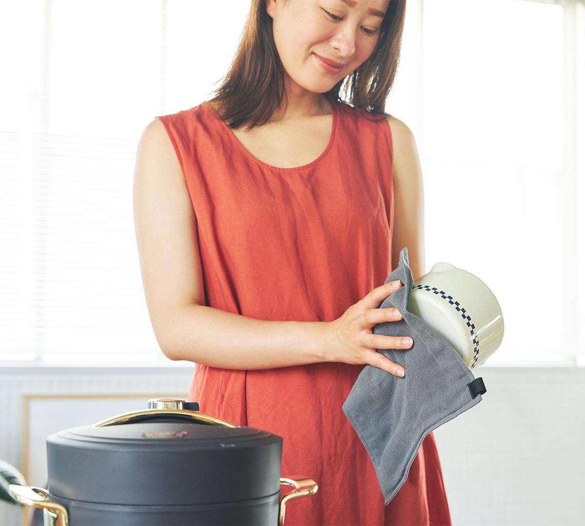 洗って干しておけば、朝にはカラリ。キッチンワイプ(台所ふきん)|酸化チタンと銀の作用で、生乾き臭・汗臭の菌を除去する「タオル」|WARP