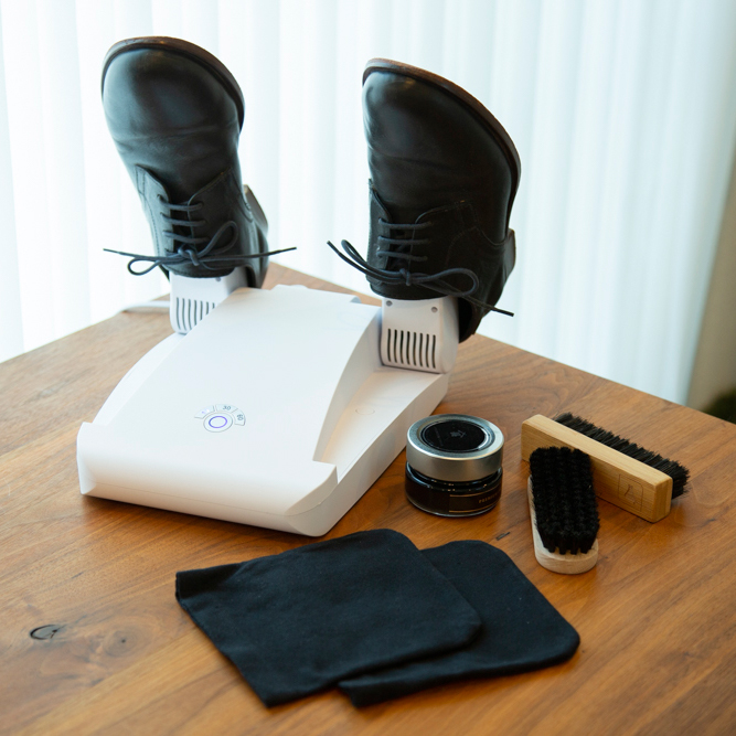 1台で、靴の「脱臭」「除菌」「乾燥」まで、しっかりケアできる。15分置くだけ、紫外線でニオイも水虫菌も洗える「靴クリーナー」|RefreShoes(リフレシューズ)