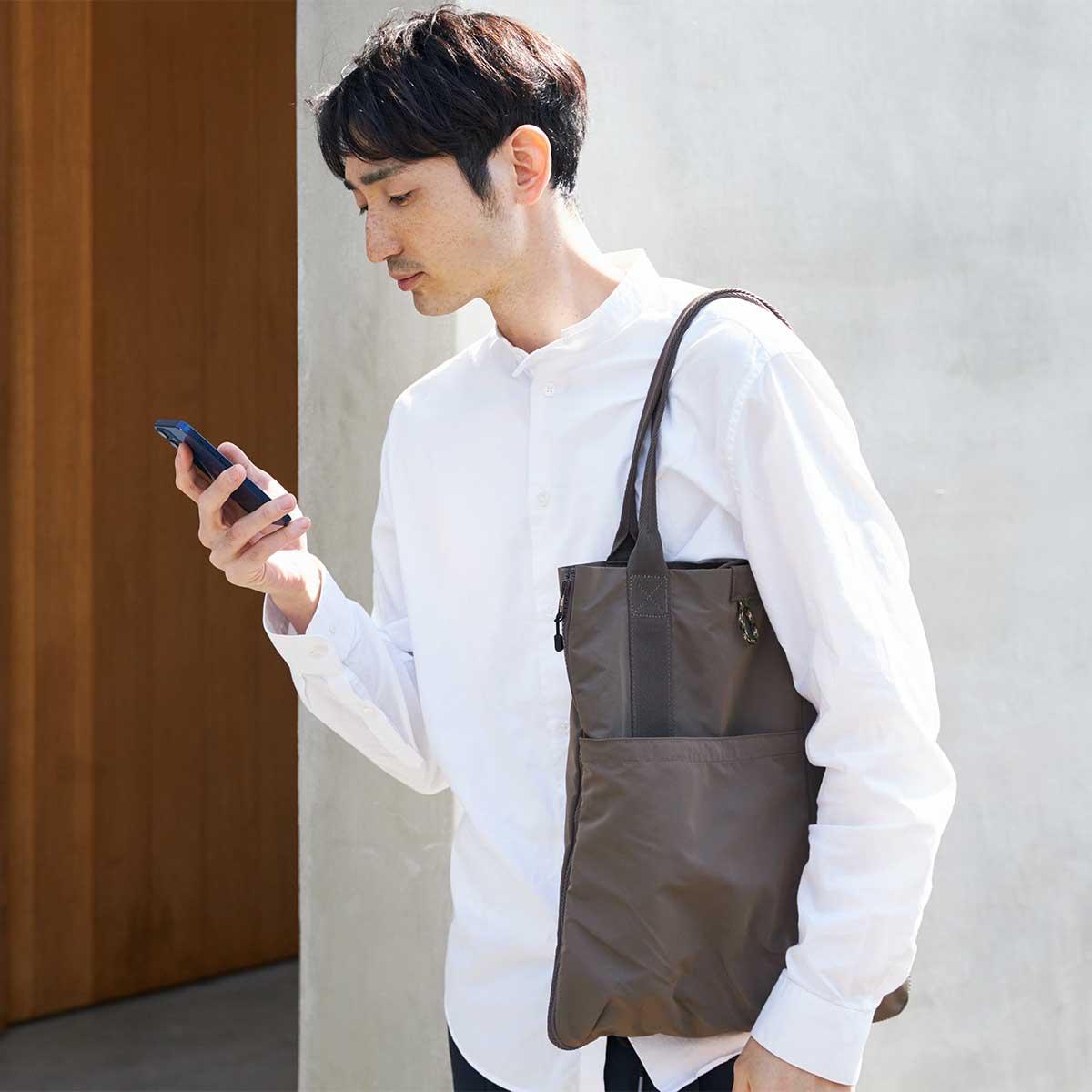 おしゃれで機能的な2WAYバッグ。薄型トートバッグが大容量バッグに変身するバッグ|WARPトランスフォームジッパーバッグ