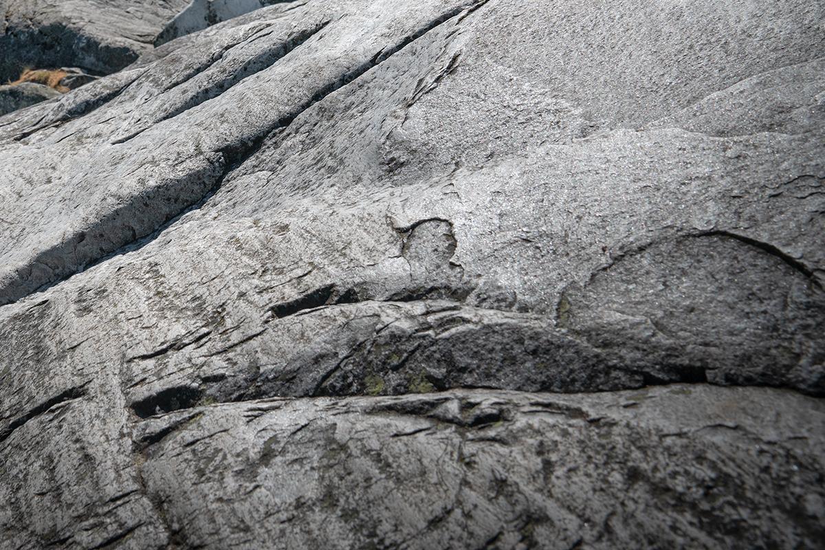 火山活動で溶解した岩、カレリアンソープストーンの岩石|北欧フィンランド北東部の地底から発見された、カレリアンソープストーンの「マッサージストーン」|HUKKA DESIGIN(フッカ デザイン)
