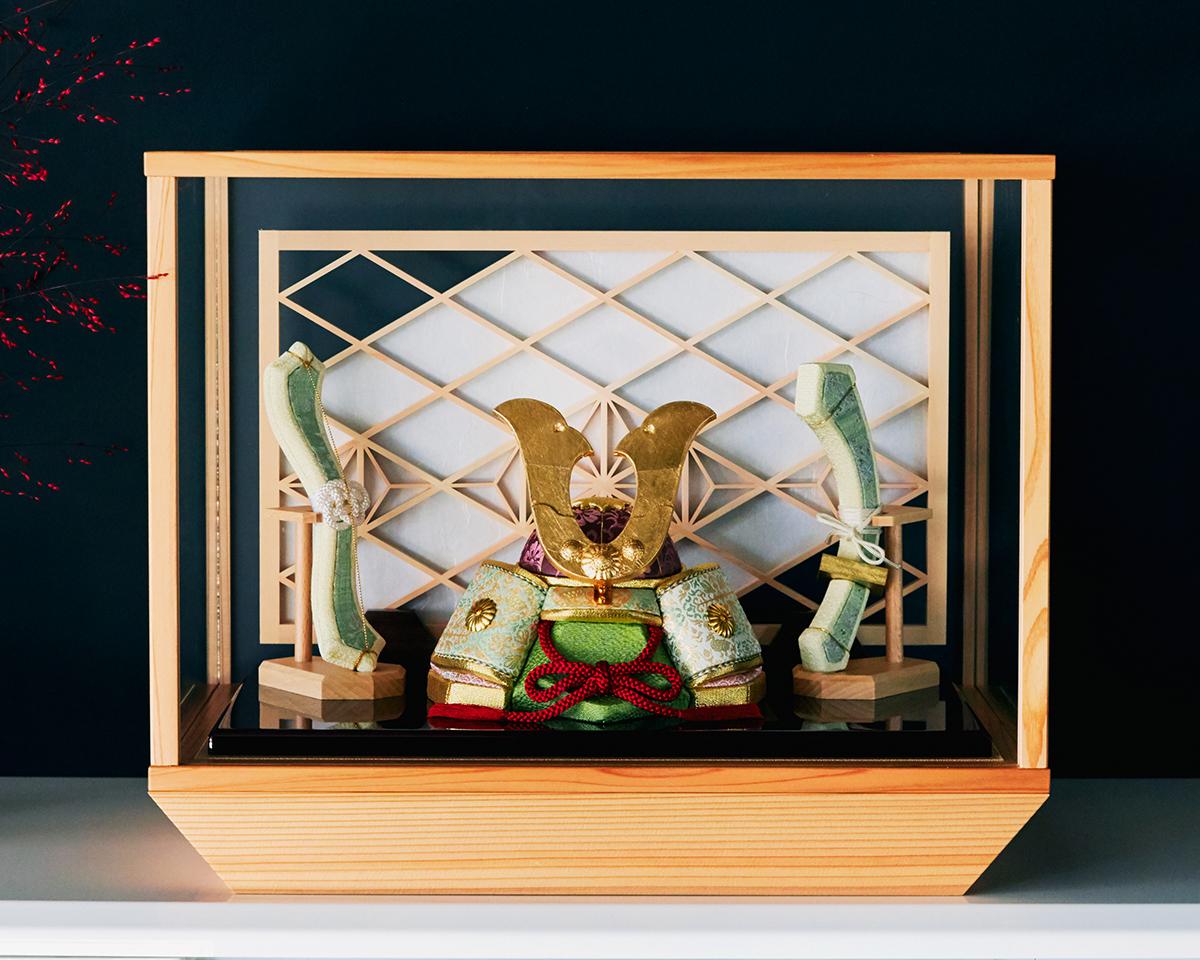 現代建築やインテリアに映えるおしゃれでモダンなデザイン。日本伝統工芸をコンパクト・モダンに。リビングや玄関に飾れる「プレミアム兜飾り・五月人形」
