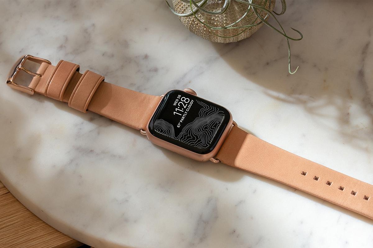 とても丈夫で経年劣化も少なく、長く使い込むことができるヌメ革のApple Watchバンド・AirPodsケース|NOMAD