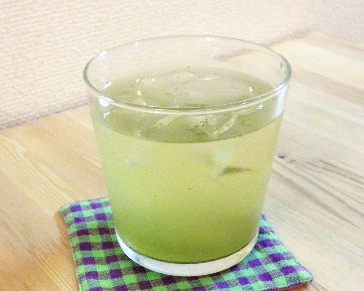 粉茶・緑茶|氷も皮付き野菜も滑らかなスムージーに…パワフルな小型ブレンダー(ミルセット)|ferrano
