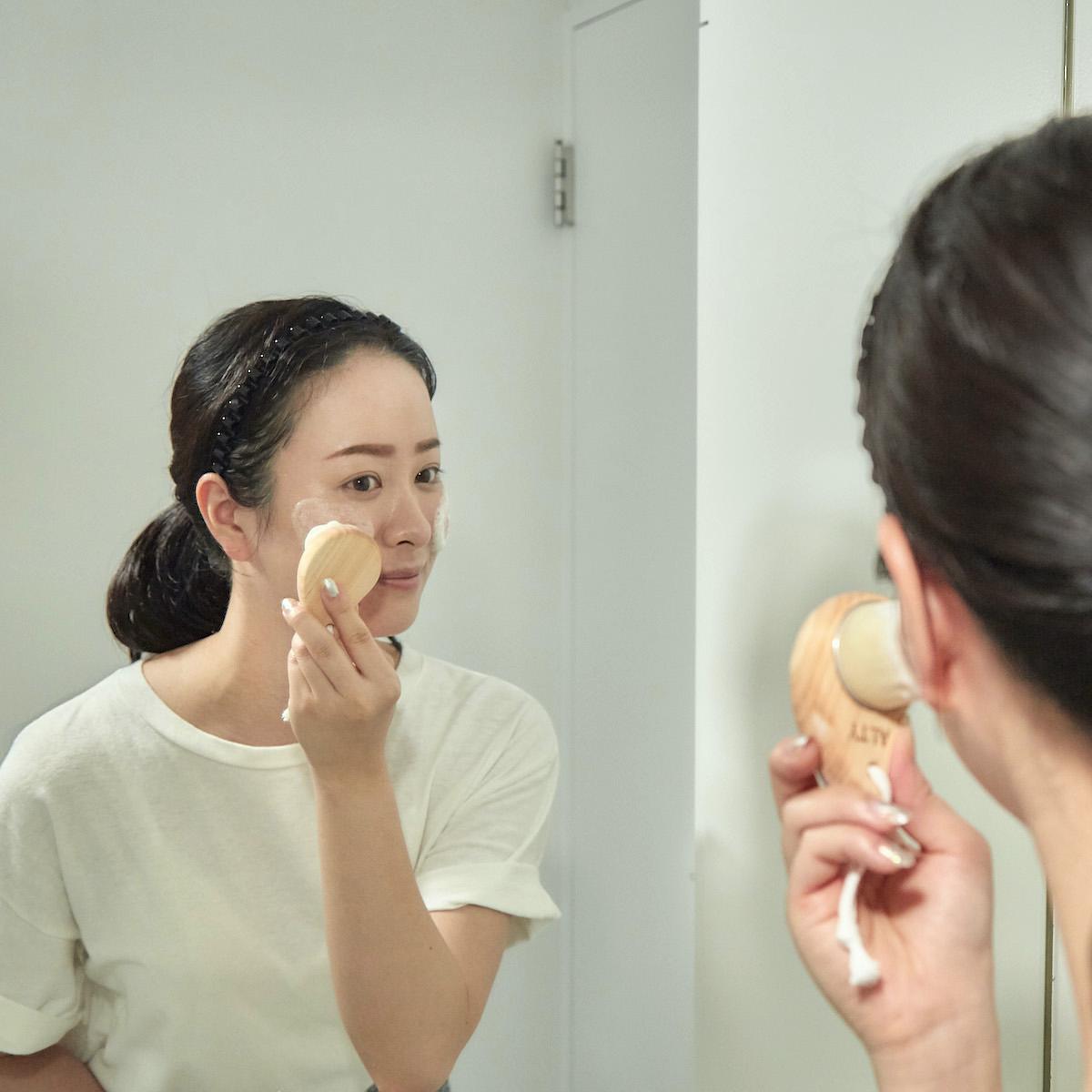 29万本の極細毛が毛穴の汚れを優しく落としてくれる洗顔ブラシ