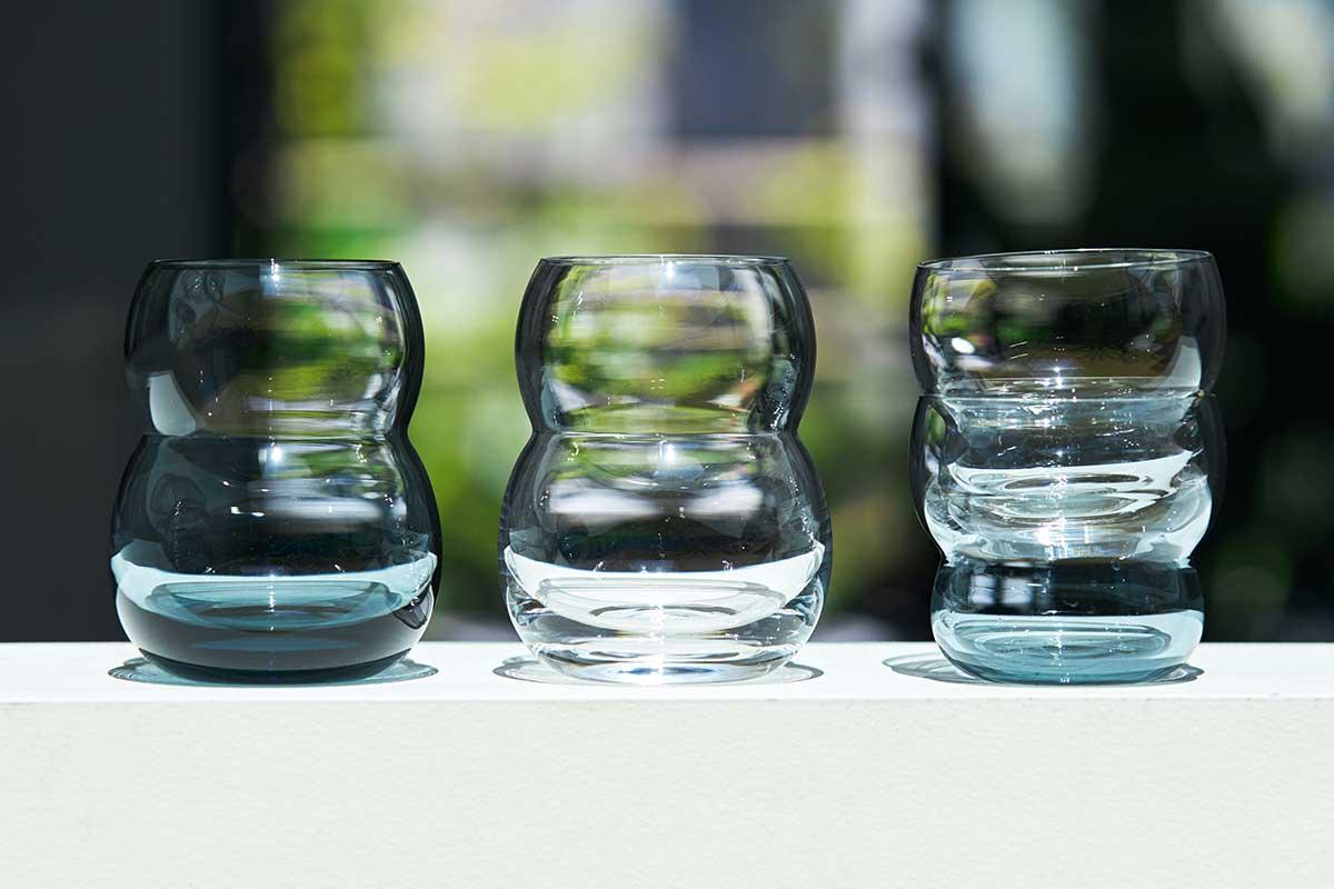重ねてスタッキング収納ができるからシリーズで揃えたくなるデザイン。持ちやすさ、使いやすさ抜群。丸みとくびれのあるお洒落なデザイン|双円(そうえん)のグラス