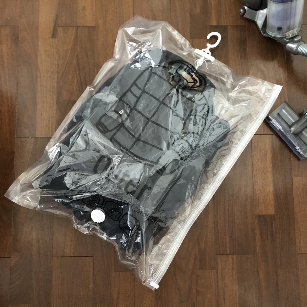 かさばるコートやジャケットをスマートに収納できる衣類圧縮バッグ|vacuum seal hanging bag