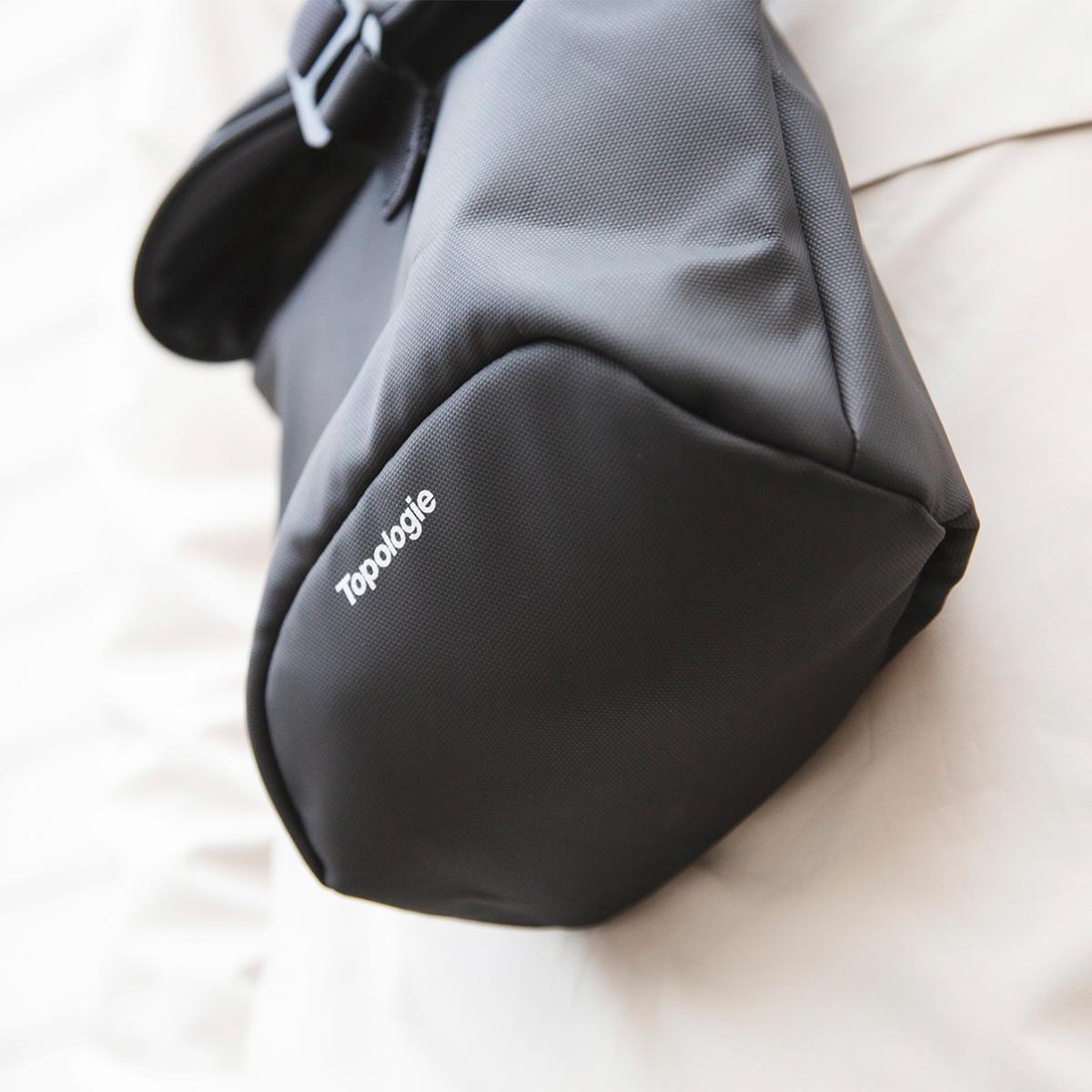 荷重を分散する「安定構造」|重みや負荷が体にバランスよく分散される設計の「4WAYウエストバッグ」(水濡れや汚れに強いドライコレクション)|Topologie