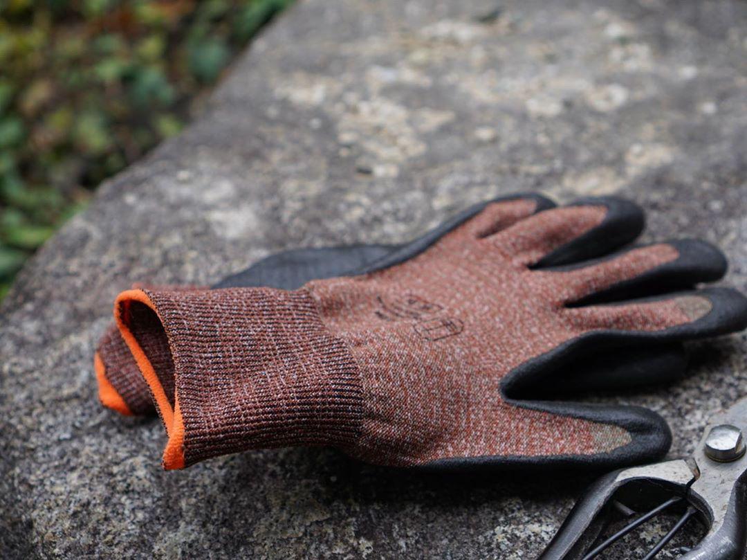 水に濡れても滑りにくいゴムコーティングを可能に。スマホを触れる。ネジもつまめる抜群のフィット感で、指先がスイスイ動く「作業用手袋」|workers gloves(ワーカーズグローブ)