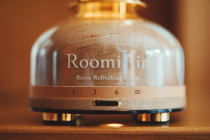 デザインだけでなく、操作性も洗練されています。日本初、特許のUVランプでウイルス・菌を不活化させる「オゾン発生器・間接照明ランプ」|RoomiAir
