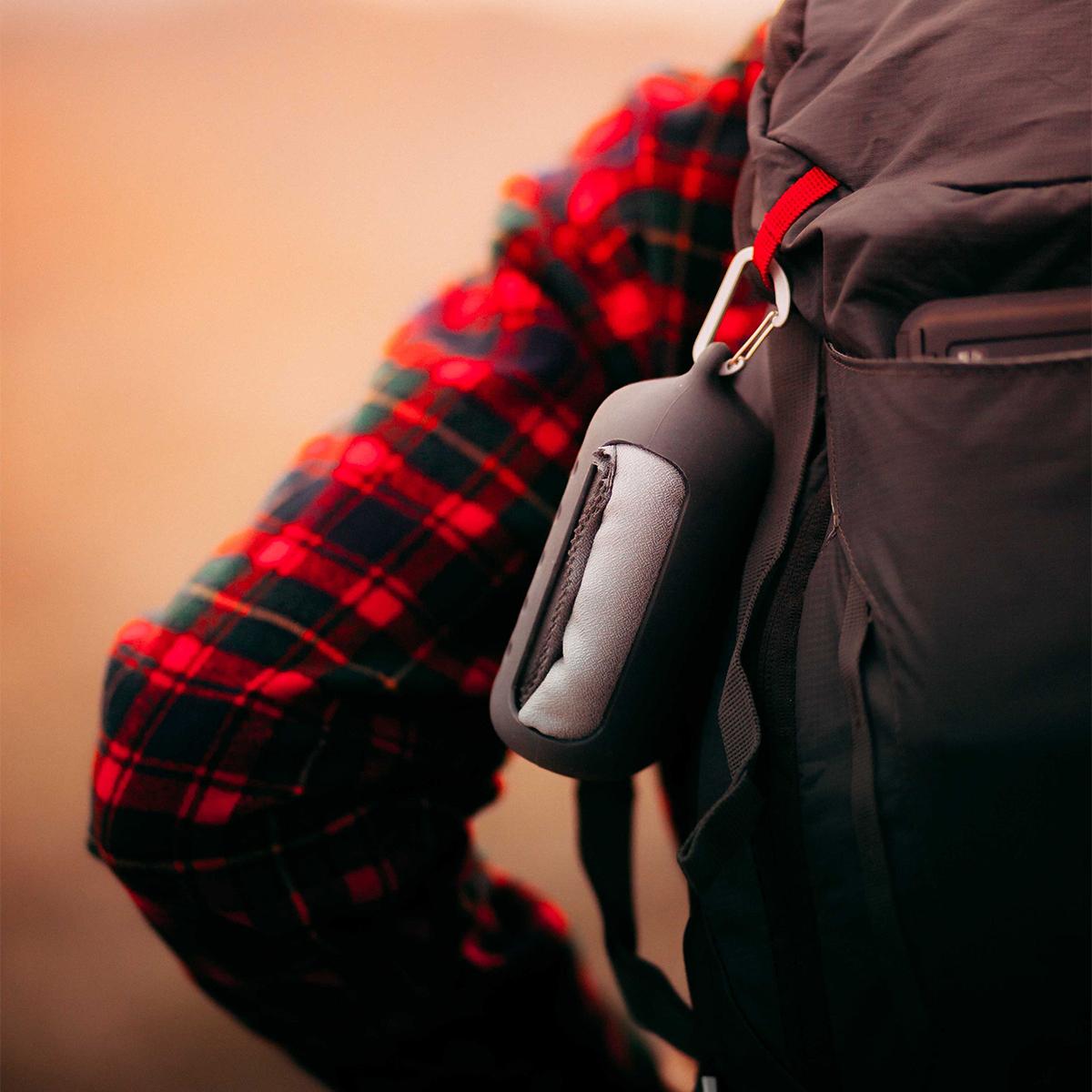 旅をアクティブにするパッカブルアイテム。小さくたためて、ビーチやジムでもっと身軽になれる「ナノドライタオル」 | Matador NanoDry Shower Towel