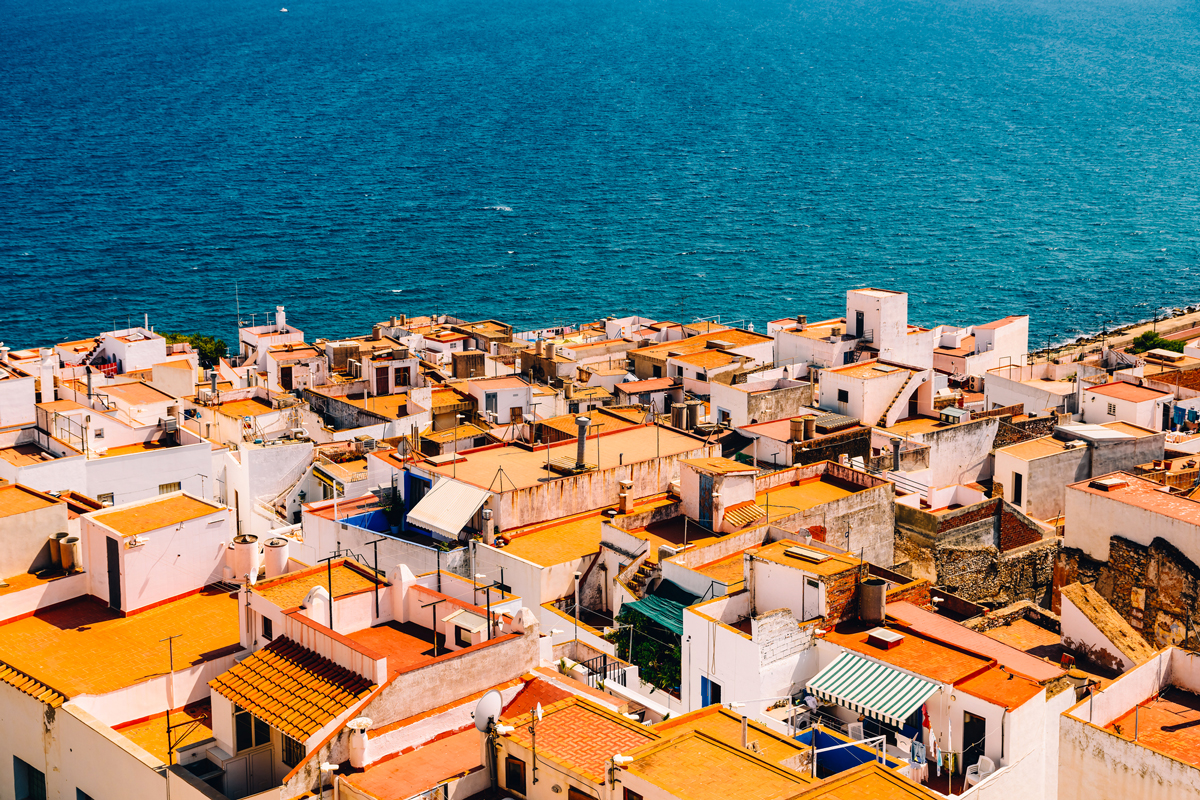 VALENCIA(情熱の国の赤い屋根が目をひく)がテーマのビーチサンダル|九十九サンダル