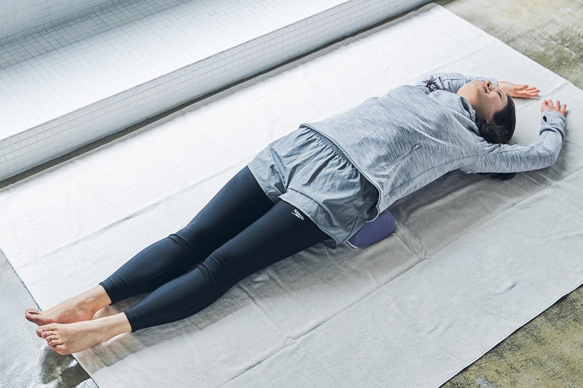 リハビリ理論に基づいて開発。ストレッチ後は、体がホカホカして、軽く感じる。予約殺到「ソリデンテ南青山」サロンの技を自宅で体感できる「ストレッチ枕」|ミオドレ式寝るだけストレッチ枕