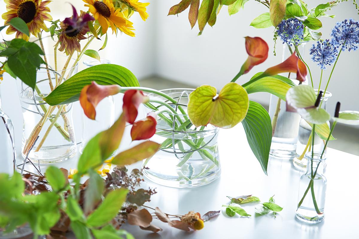 ボリューム感のあるアレンジにもおすすめ|1本から飾れる花留めボール入りのフラワーベース(花瓶・花器)|Born in Sweden|モダンな花留めボール入りの「Sphere Vase(スフィア・ベース)」