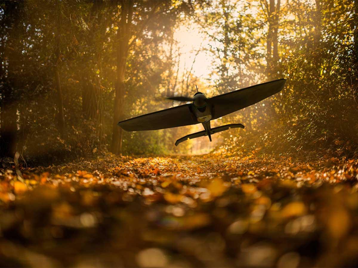 スマホアプリ操縦でスイスイ飛ばせる。場所や天候に合せた設定が可能な飛行機型ドローン|Toby Rich