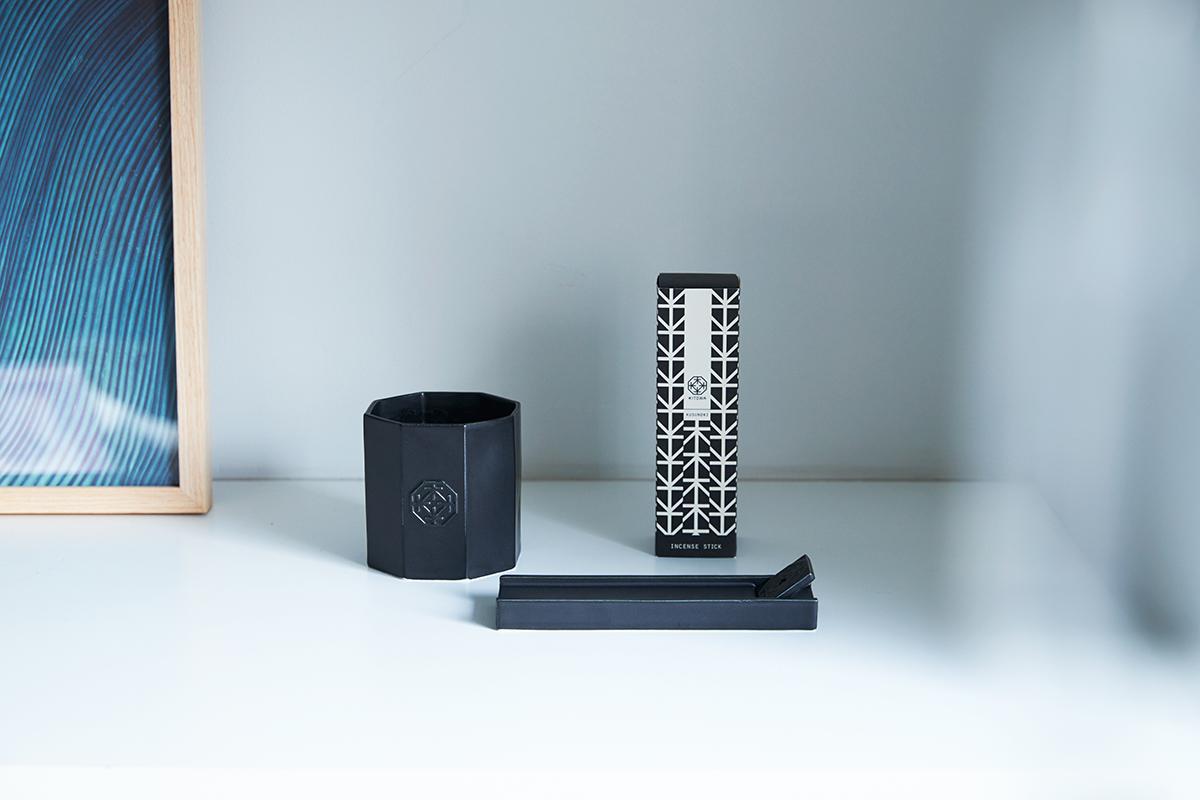 インテリアとして飾りたくなるモダンな容器。穏やかな炎と心地いいヒノキの香りで、ゆったり癒しの時間を-センティッドキャンドル-KITOWA(キトワ)