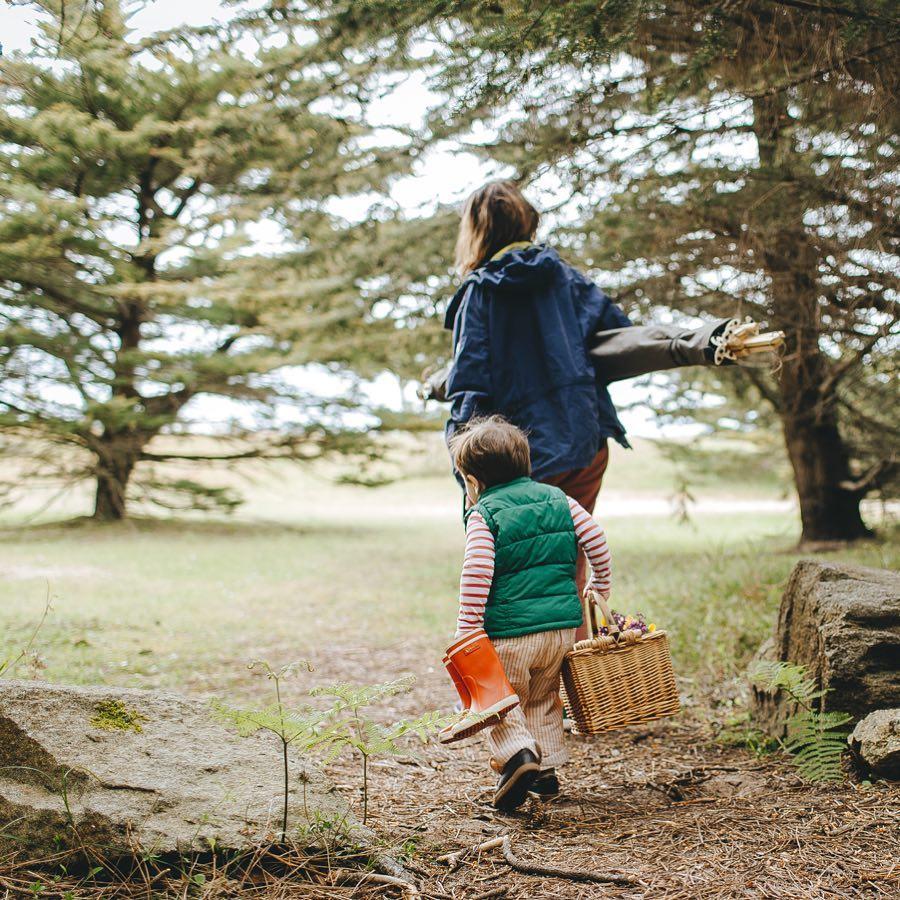 本を持ち込んで、静かに読書もよし。お酒や軽食、お菓子を広げて、家族でピクニックもよし。「帆布テント」|LA TENTE ISLAISE(ラ・タント・イレーズ)