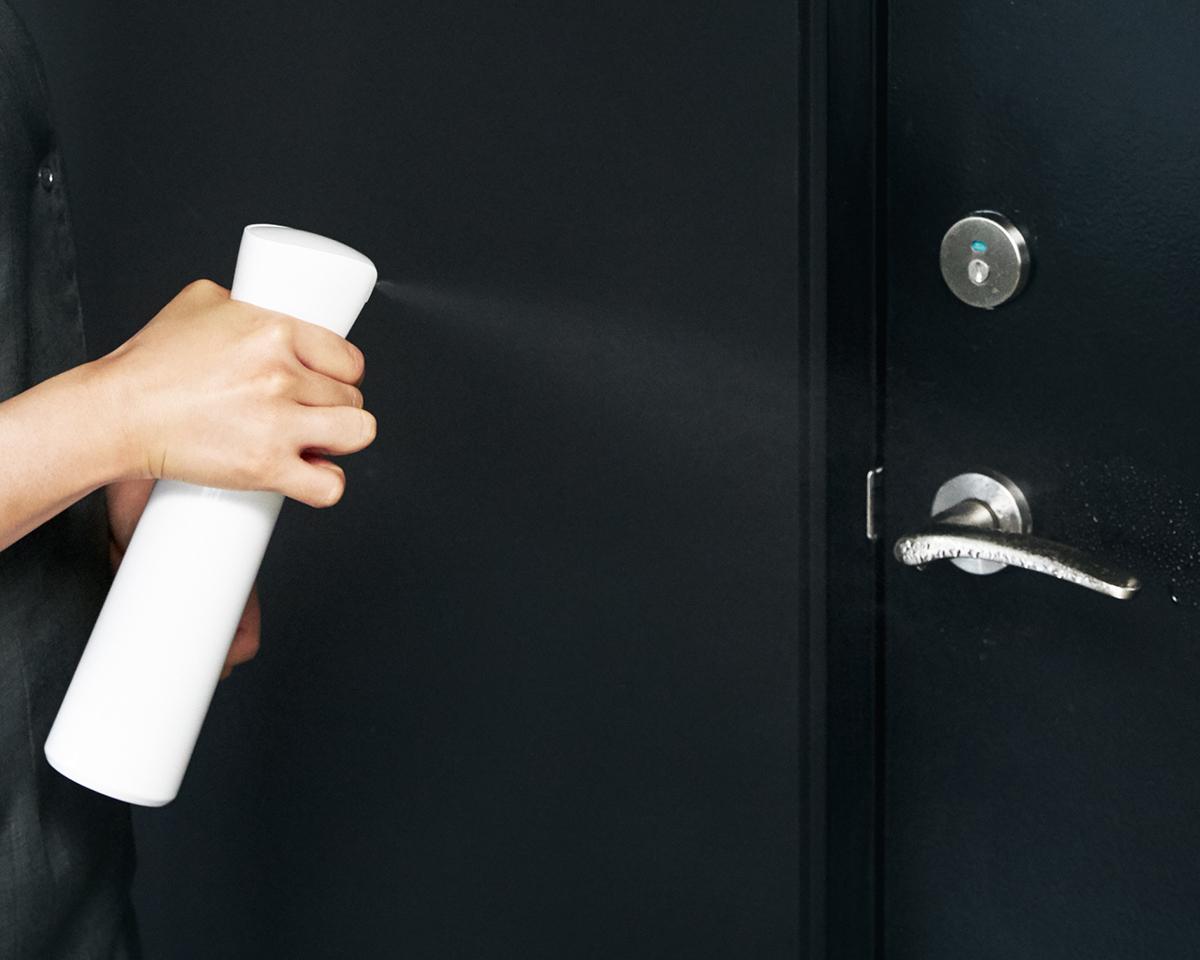 抗菌コートできて、汚れや匂いがつきにくくなって、掃除もラクになる。プロ級の抗菌コート!強い酸化力で、菌・カビ・匂いを分解する「マイクロミストスプレー」|CELSION(セルシオン)