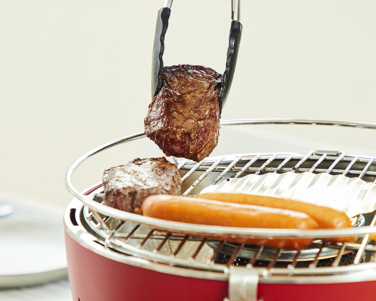 肉汁とスモーキーな香りが楽しめる炭火料理ができる煙が少ないロースター|Lotus Grill