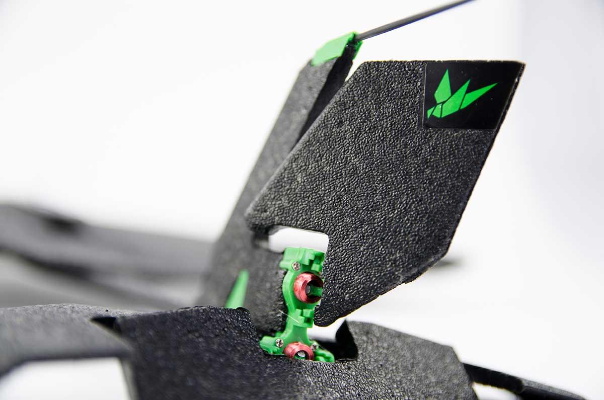 頑丈さとしなやかさを両立したDURINUMを使用した、軽量で丈夫な飛行機型ドローン|Toby Rich