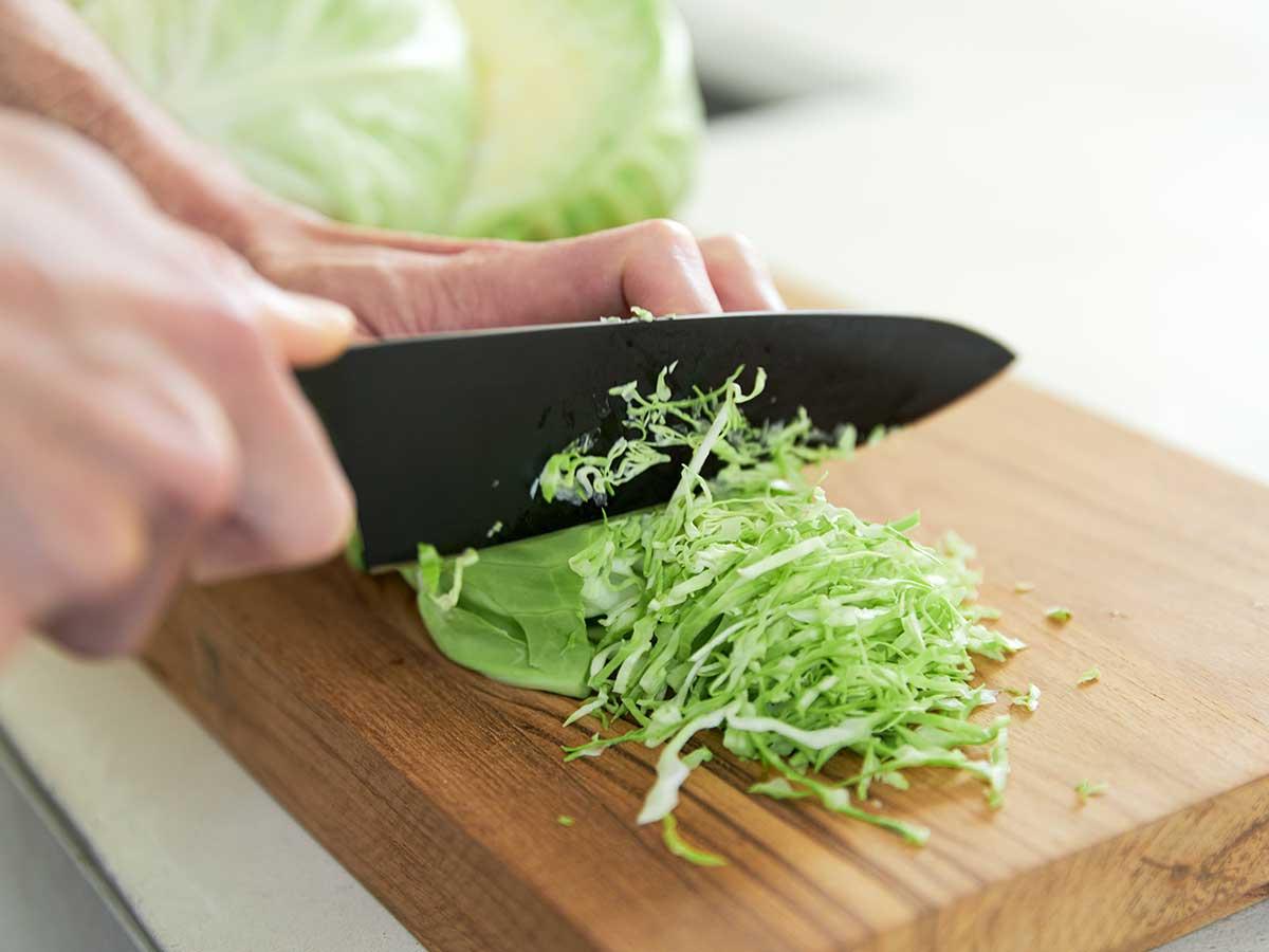 ストレス解消にもいい料理。極薄刃でストレスフリーな切れ味、野菜・肉・魚に幅広く使える「包丁・ナイフ」|hast(ハスト)