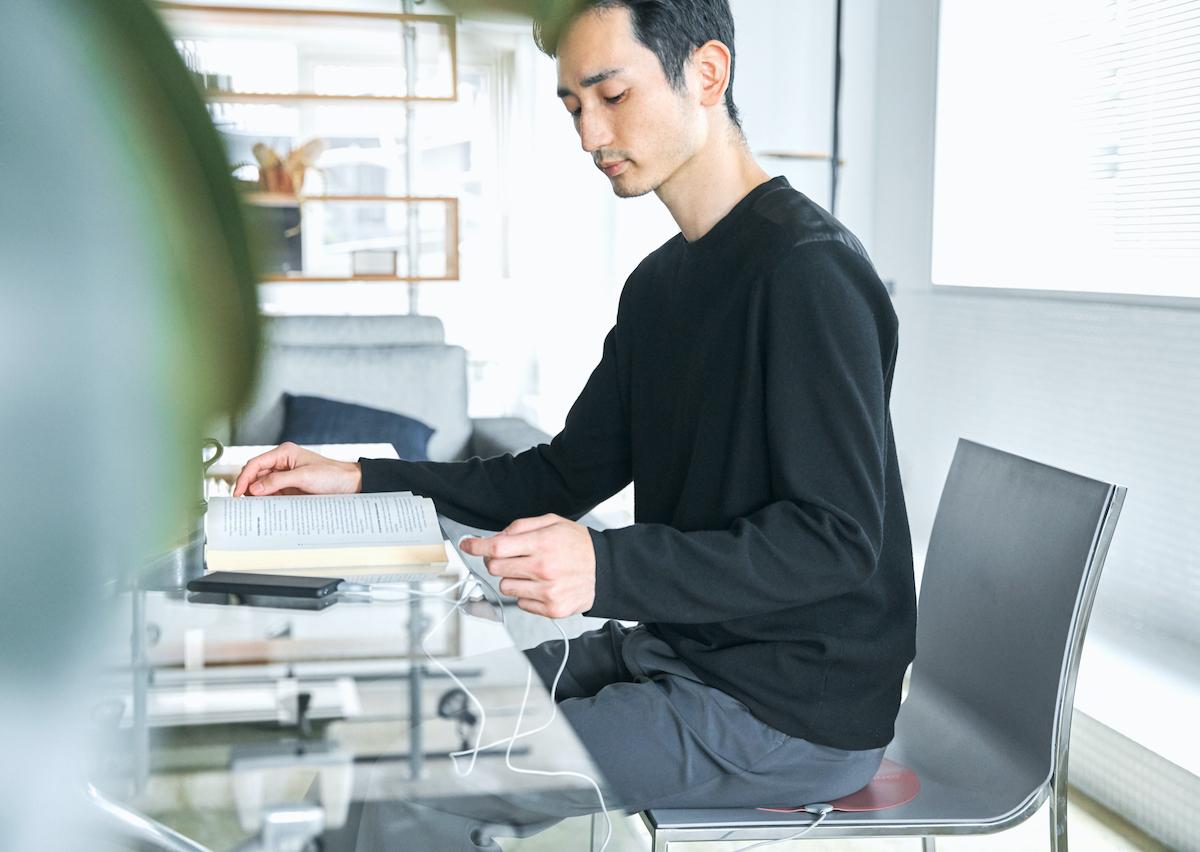 お手入れも楽チン。オフィス・旅行・アウトドアに!開発に10年かけた、インクで安全発熱するシート型ヒーター「USB式温熱マット」|INKO(インコ)