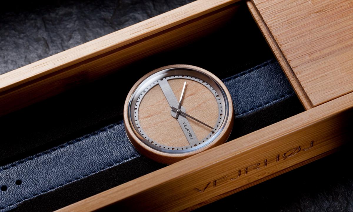ギフト・贈り物・プレゼントに。北欧デザインの木とステンレスの斬新な組合せの腕時計|VEJRHØJ