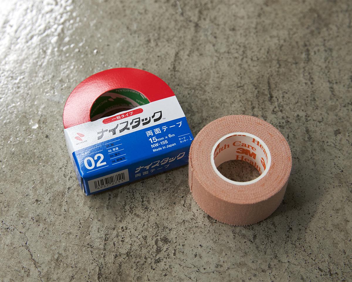 脱げやすさを軽減する3つの方法「メディカルテープ+両面テープで固定」|天然のエアコンと言われるメリノウールを使用。脱げにくく、ムレ知らずのフットカバー|Sockwell(ソックウェル)