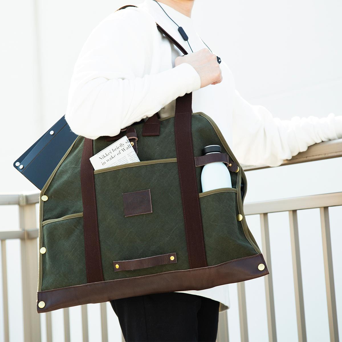 薪トートならシート状に開けるから、バサッと重い荷物を乗せて包むだけ!そのまま肩掛け&手提げで出掛けられます。トートバッグ