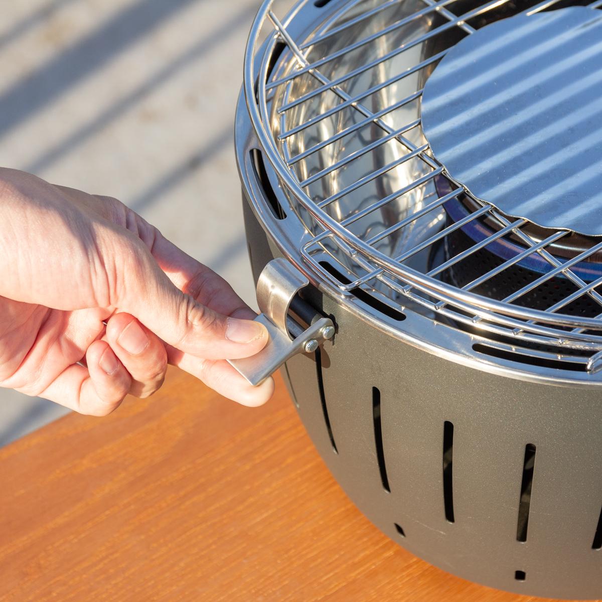 手順4|煙が少ない火力調節ファン付きロースターで、大人の気楽なBBQができる「炭火焼グリル」(一人キャンプ、ソロBBQに)|Lotus Grill