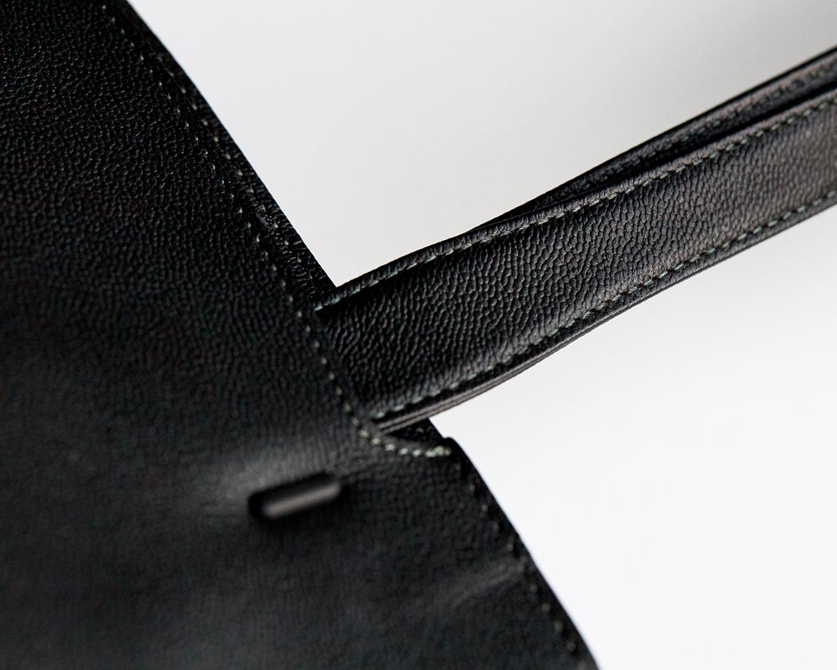 重さを感じにくい設計|防水レザー、超軽量、直感ポケット付きの日本製レザーバッグ|PCバッグ・トートバッグ・リュック・バックパック|FARO(ファーロ)
