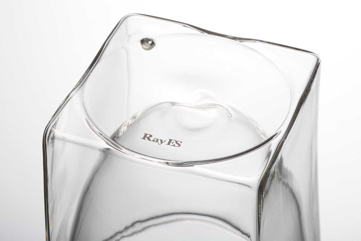 限られた職人しかつくれない難易度の高いデザイン。結露しにくく、レンジ加熱OK、見る角度で表情を変える「耐熱ダブルウォールグラス」|RayES(レイエス)
