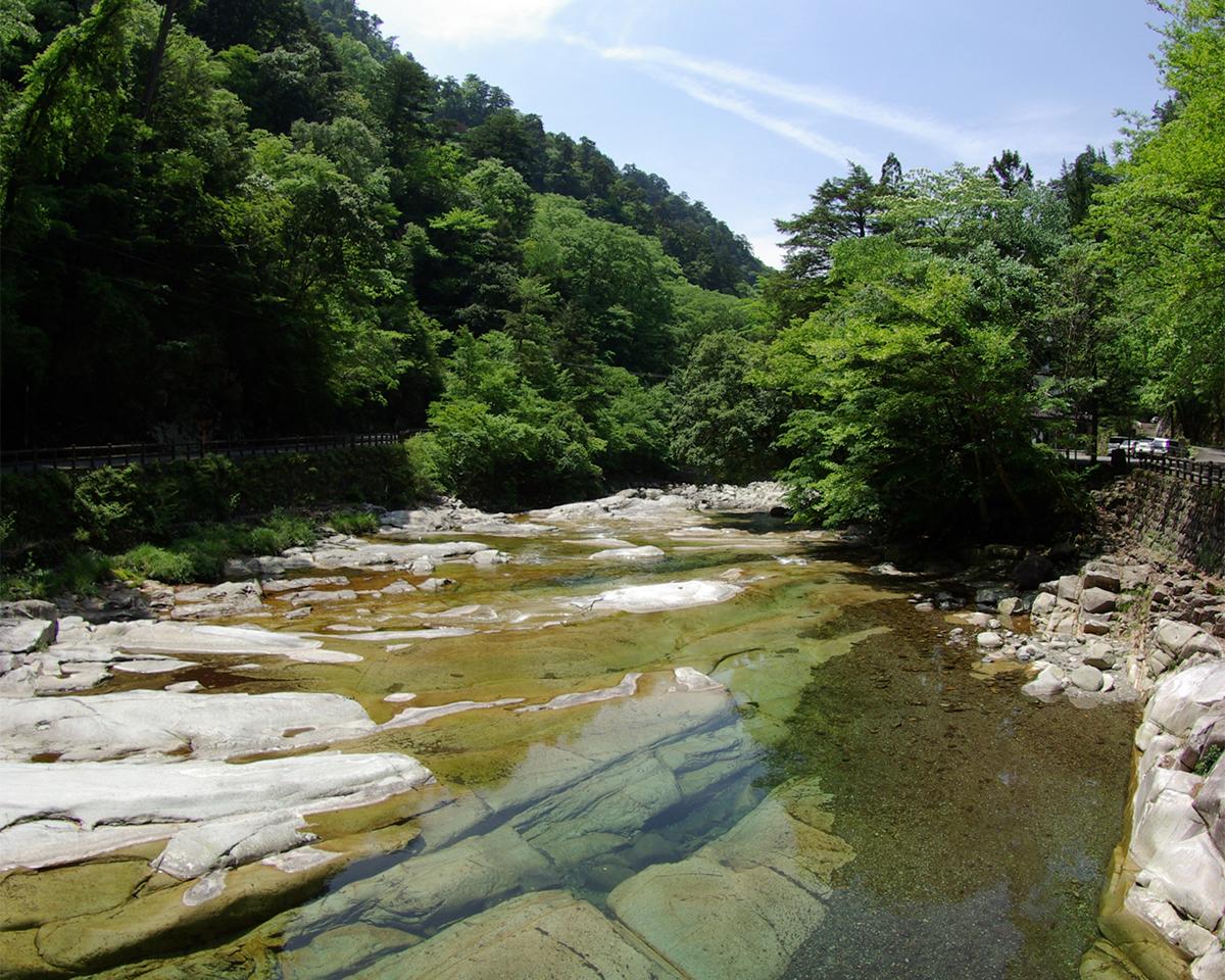透明度の高い川が流れる石鎚山。オーガニックタオル|Hippopotamus(ヒポポタマス)