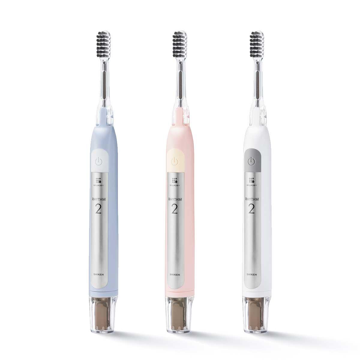 「スノーホワイト」「アイスブルー」「ベビーピンク」の3色。光触媒の効果で、歯磨き粉なしでも歯垢がとれる「電動歯ブラシ」|SOLADEY