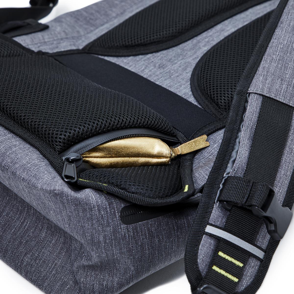隠しポケットも完備したハイテク収納の都会的なバックパック《DAYPACK》|Code 10(コードテン)