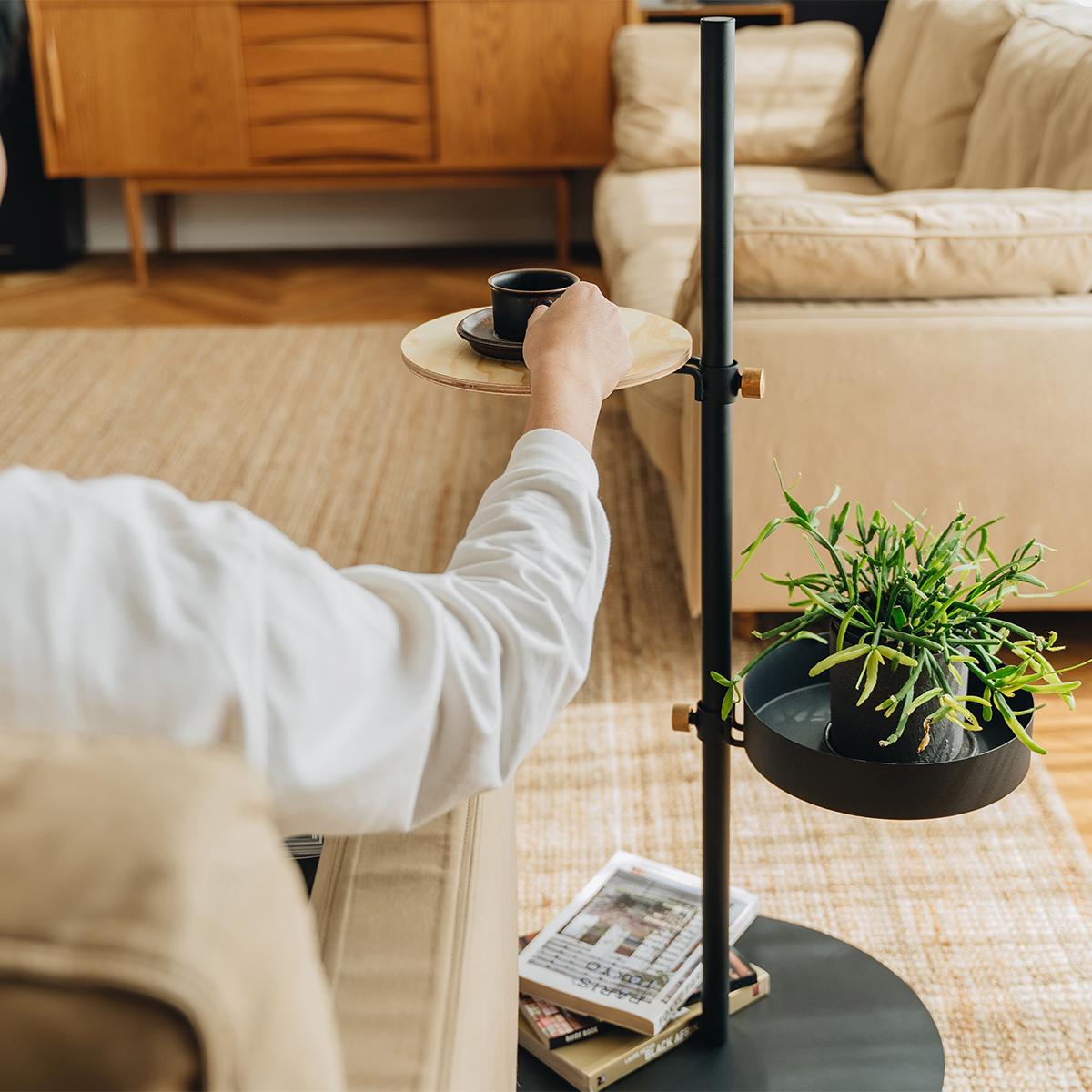 『Move Rod』に好みのアイテムを足して、あなたの思いどおりの収納システムをつくってください。キャスター台つきポール「Move Rod(ムーブロッド)」|DRAW A LINE(ドローアライン)