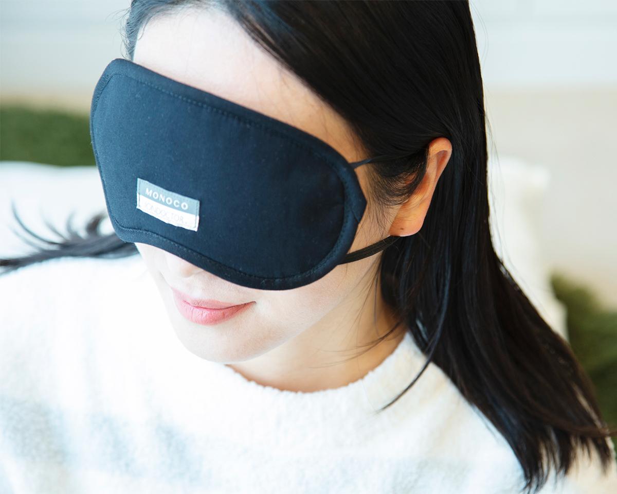 目の周りを温めることで血行が刺激される。働きすぎの目は温めてホンワカ幸せ。一晩中着けてもラクなシルクアイマスク| IONDOCTOR(MONOCO限定カラー)