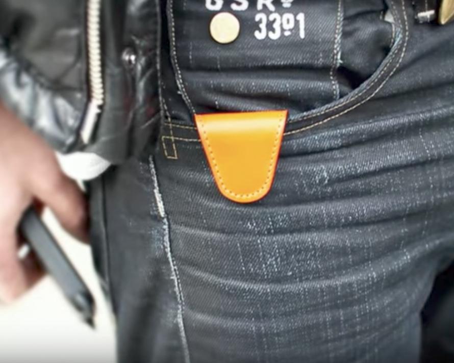 マグネット内臓のどこにでも貼り付けられる「鍵をなくさないキーホルダー」