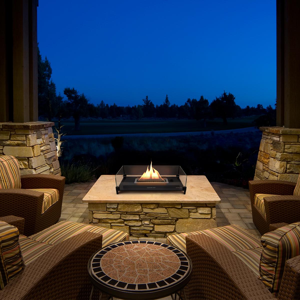 木製やガラスのテーブルを傷める心配ない。ベランダやテラスといった、屋外での焚き火もオススメ。テーブルに置ける「焚き火」|LOVINFLAME