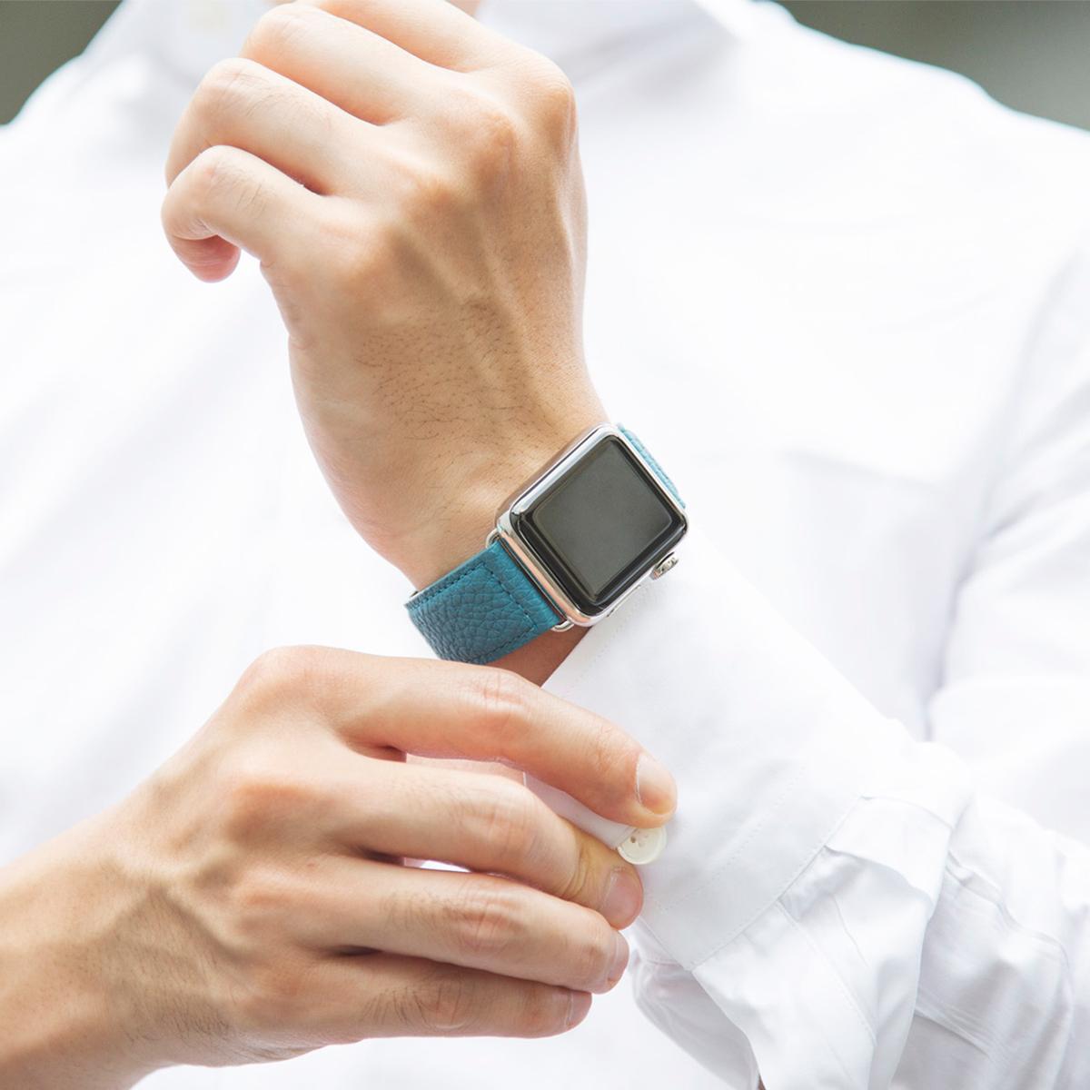 色の力を感じさせる上品なカラー。アクティブな腕元を洗練する、ワンタッチ着脱の「Apple Watchバンド」|EPONAS(エポナス)