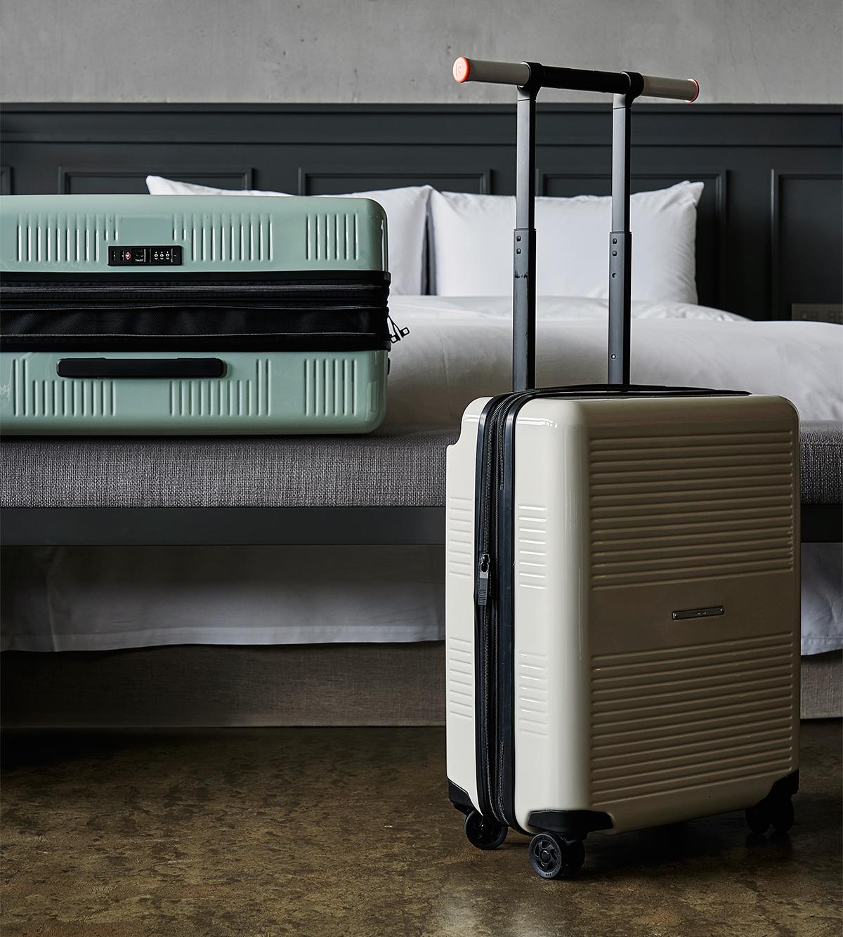 開閉部はダブルファスナー仕様だから、荷物に合わせて容量の拡張ができる、機内持ち込み用(37L)&長期旅行用(72L)スーツケースセット| RAWROW | R TRUNK LITE