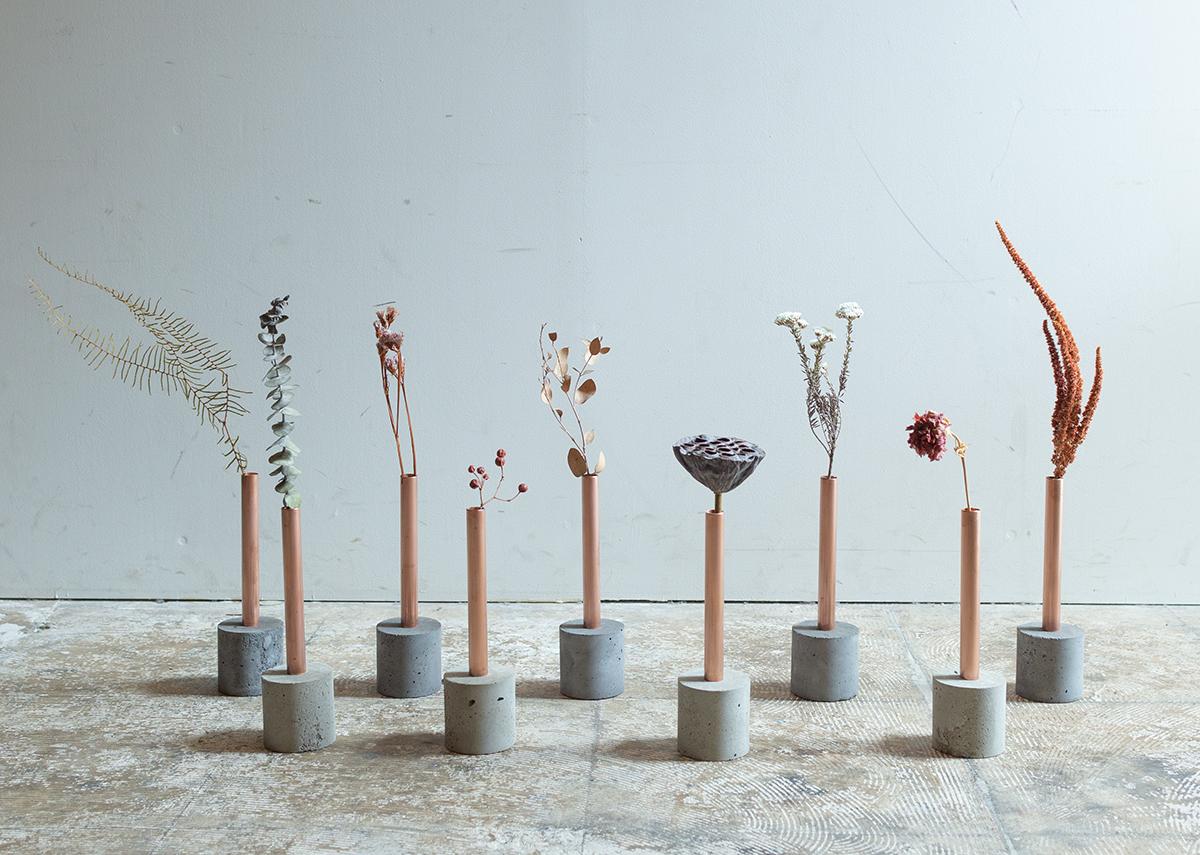 植物と花器の、移ろう過程が楽しみに。無造作に挿すだけで「絵」になる、銅管の一輪挿し・花瓶・フラワーベース|BULBOUS