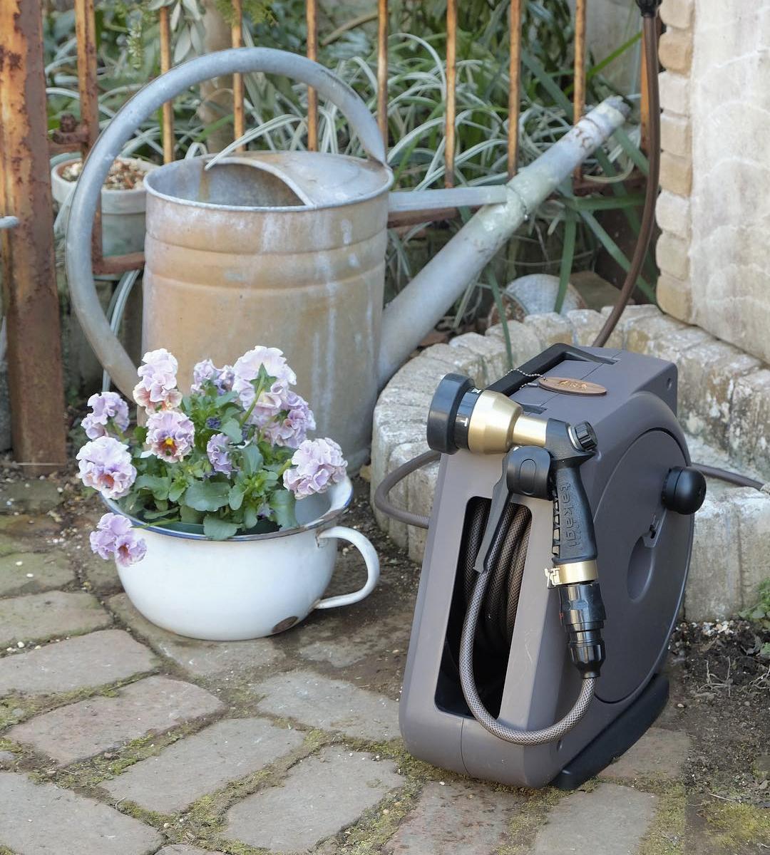 4種のシャワーで、庭の水やりも、ベランダや車の掃除も自在な「ホースリール」|Royal Gardeners Club(ロイヤルガーデナーズクラブ)