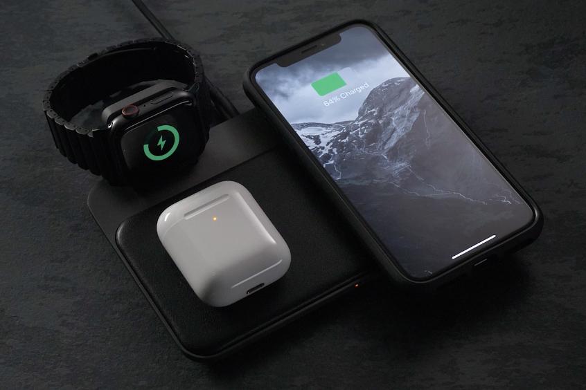 iPhone、Apple Watch、AirPodsを3台まとめて高速で充電できる「ワイヤレス充電ベース」Base Station(Apple Watch Edition)| NOMAD