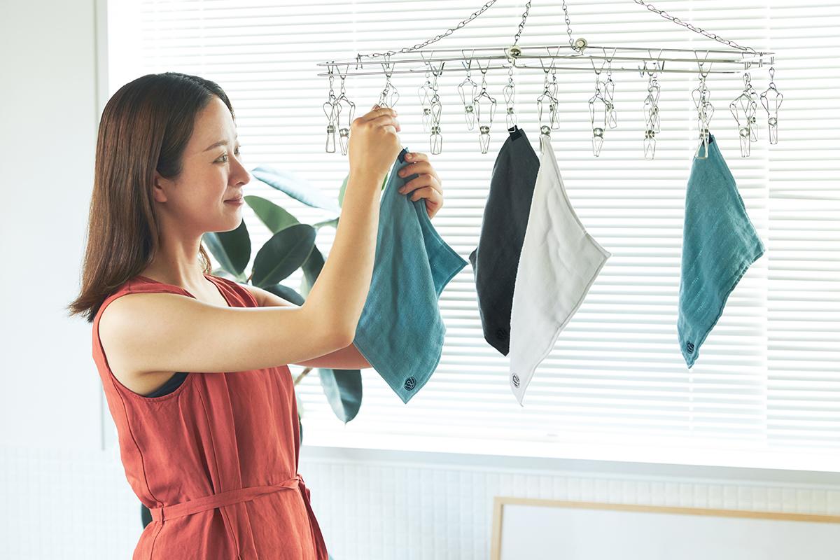 ジムでの運動中やランニング中、頭から垂れてくる汗を吸いとってくれて便利なキッチンワイプ(台所ふきん)|酸化チタンと銀の作用で、生乾き臭・汗臭の菌を除去する「タオル」|WARP