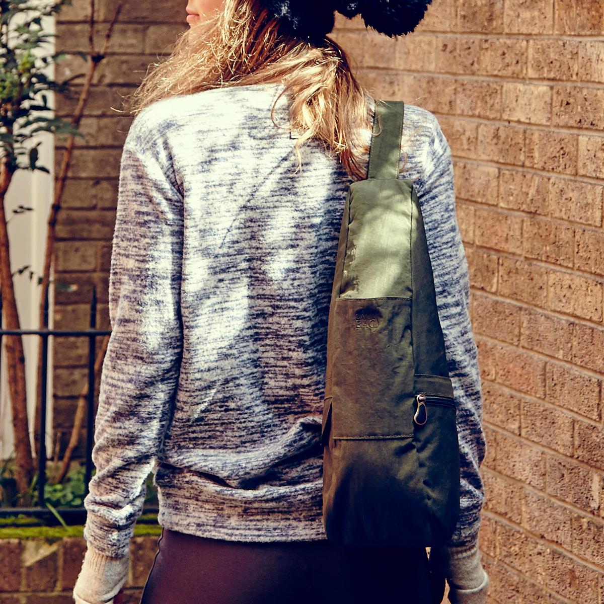 「点」ではなく「面」で支えられるから、荷物も体も軽くなるボディバッグ|Healthy Back Bag