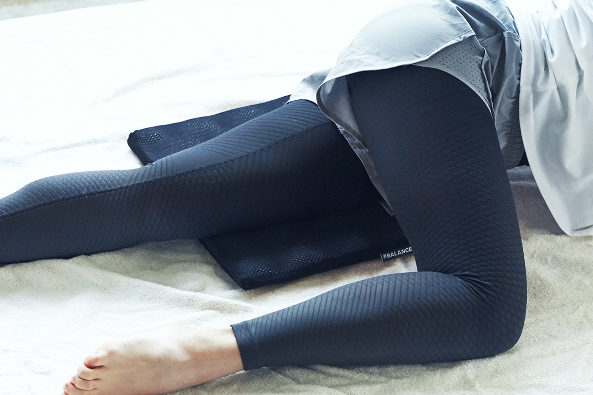 太もも|長時間のデスクワークも気持ちいい!ポリエチレン樹脂を編んだ「弾力凹凸マット」|リカバリーマット